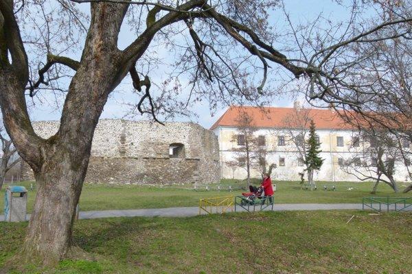Radnica pripravuje obnovu hradného parku.