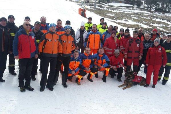 Spoločná snímka viacerých záchranárskych zložiek v Makove.