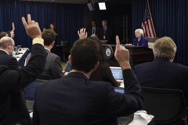 Janet Yellen z FED odpovedá na otázky novinárov.