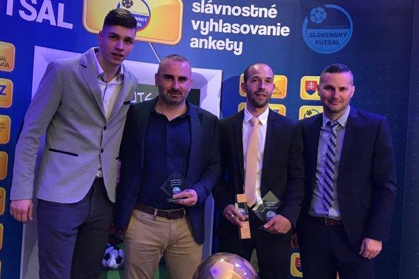 Zľava brankár Richard Oberman, prezident klubu Milan Kamenský, tréner Marián Berky a manažér klubu Jozef Kamenský.
