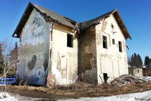 Na prvý pohľad budova až tak zle nevypadá. Podľa odborníkov je však vdezolátnom stave.