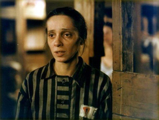 Jana Riháková-Dolanská ako komunistická odbojárka Jožka Jabůrková, ktorá zahynula v nacistickom koncentračnom tábore Ravensbrück.