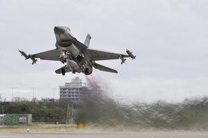 Stíhačka F-16.