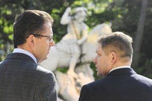 Minister obrany Glváč a premiér Fico.