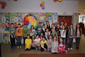 Spoločná snímka zúčastnených na podujatí Noc sAndersenom vKysuckej knižnici vČadci.