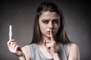 Pozitívny tehotenský test je pre mnohé dievčatá nepríjemný životný zlom.
