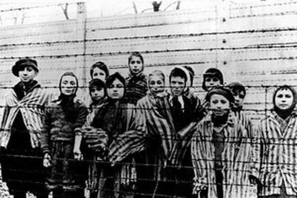 Fotografia z Osvienčimu po oslobodení Červenou armádou.