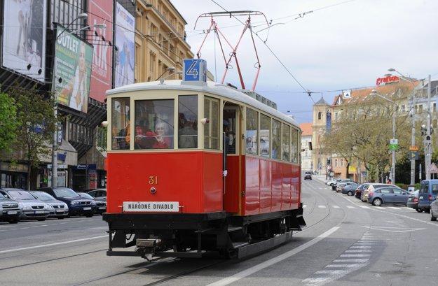 Počas víkendu budú v Bratislave jazdiť aj historické električky, autobusy a trolejbusy.