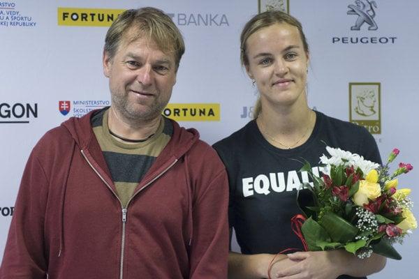 Slovenská tenisová reprezentantka Anna Karolína Schmiedlová a jej tréner Milan Martinec.