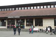 Zberné parkoviská pri staniciach sú vzahraničí bežné.