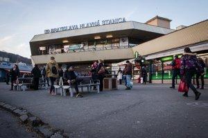 Štátne železnice zrušili nájom Hlavnej stanice vBratislave, pretože developer, ktorý roky mešká srekonštrukciou, sa nedal zapísať do registra partnerov.