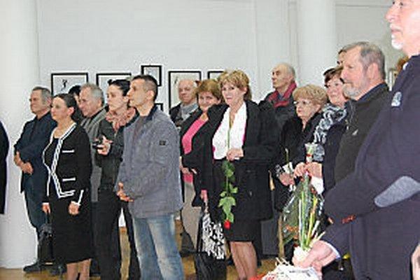 Vernisáže sa zúčastnili aj mnohí známi apriatelia výtvarníka.