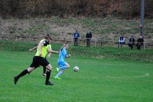 Okrem nedeľných zápasov bolo v nižších súťažiach na programe aj množstvo dohrávok.