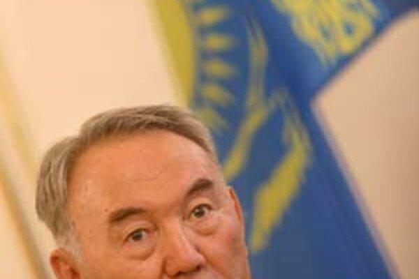 Pozostatok sovietskych čias Nursultan Nazarbajev.