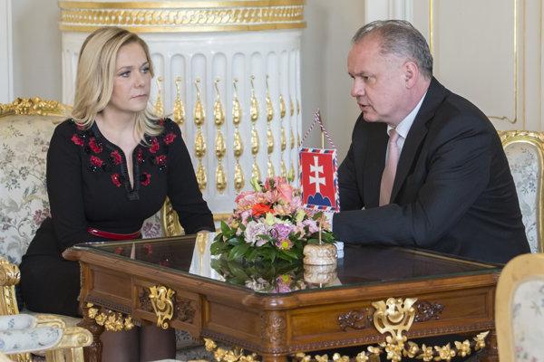 Prezident Andrej Kiska a vľavo nominantka na post ministra vnútra Denisa Saková.