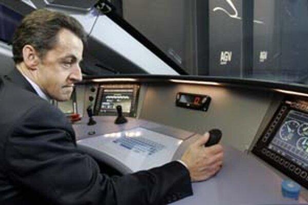 Sarkozyho verejné pózy znižujú dôveru v jeho vodcovské schopnosti.