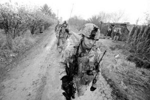 Na armádu dávajú Spojené štáty stovky miliárd dolárov ročne.