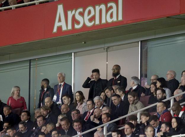 Tréner Atletica Diego Simeone strávil väčšinu zápasu na tribúne.