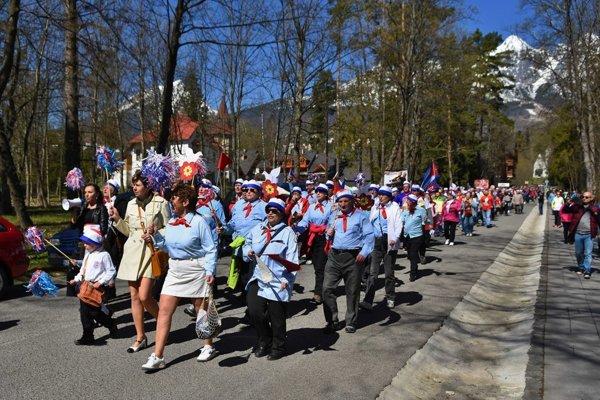 Recesistické prvomájové sprievody v Tatrách sa tešia veľkej obľube.