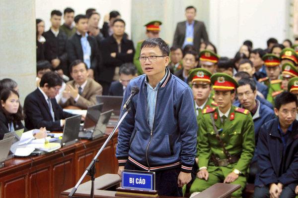 Trinh Xuan Thanh reční v súdnej sieni 8. januára 2018 v Hanoji.