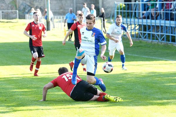 Hráči Kozároviec v okresnom derby doma zdoľali Kalnú nad Hronom.