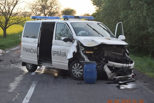 Záber z miesta dopravnej nehody.