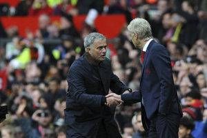 José Mourinho (vľavo) a Arséne Wenger.