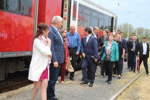 Minister dopravy prisľúbil, že osobnú dopravu obnovia budúci rok.