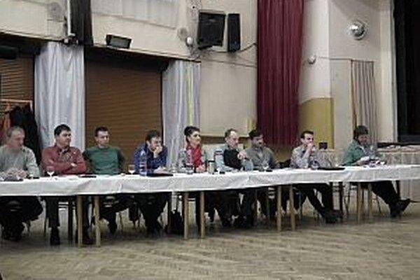 Poslanci s elektronickým zasielaním podkladov, s výnimkou jedného, súhlasili.