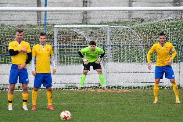 Futbalisti FC ViOn B Vráble získali cenný bod v Nových Zámkoch.