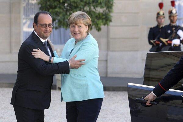 Merkelová a Hollande dohodli svoj plán na pravidelnej piatkovej večeri v záhrade Elyzejského paláca.
