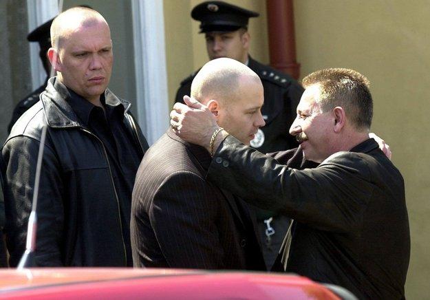 Z pohrebu Jozefa Estóka, ktorý v roku 2005 polícia rozpustila.