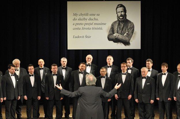 Oslavujeme Štúra. Vystúpenie Speváckeho zboru slovenských učiteľov počas slávnostneho zasadnutia NR SR.
