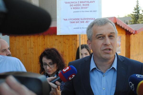 Pavol Zajac vo Vranove pred výjazdovým rokovaním vlády.