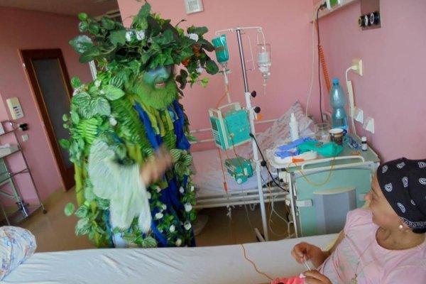 Tatko Príroda potešil aj deti priamo na nemocničných izbách.