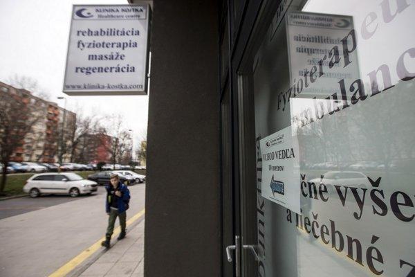 Kostkova rehabilitačno-masážna klinika má po Slovensku šesť pracovísk. Za jedno znich lobovala aj exministerka zdravotníctva Zuzana Zvolenská.
