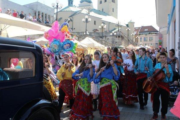 Otvárací sprievod počas Staromestských slávností.
