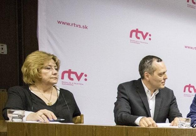 Zľava: Vedúca Odboru televízneho spravodajstva a aktuálnej publicistiky Hana Lyons, riaditeľ Sekcie spravodajstva a publicistiky Vahram Chuguryan.