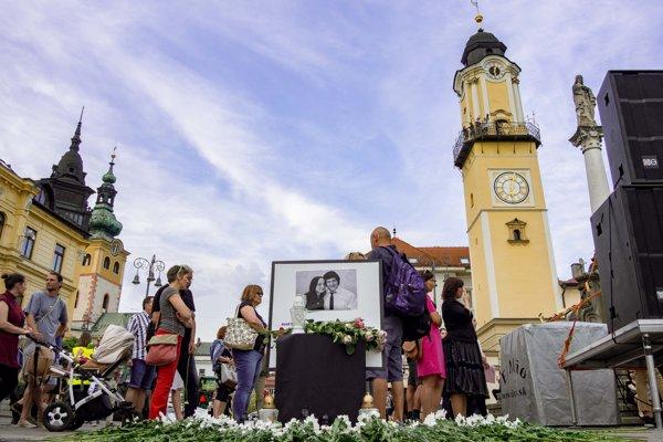 """Zhromaždenie občanov """"Za slušné Slovensko - predvečer svadby"""" v Banskej Bystrici."""