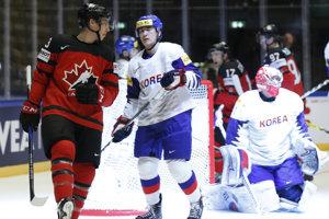 Kanaďan Ryan Nugent-Hopkins sa raduje po jednom z gólov svojho tímu.
