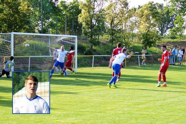 Adam Chňapek sa teší z gólu, aký nevidíte často.