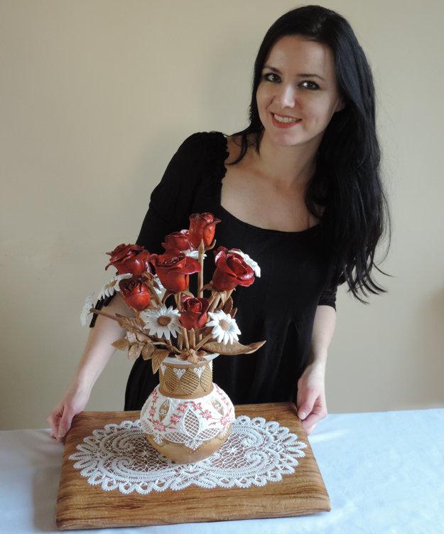Andrea Pribilincová so svojím najnovším dielom.
