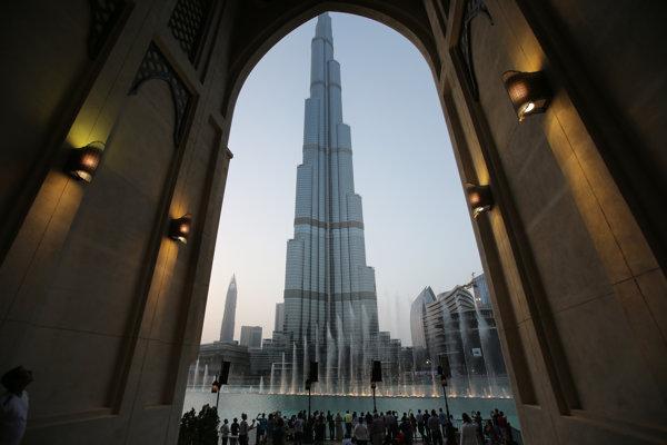Najvyššia budova na svete Burdž Chalífa v Dubaji.