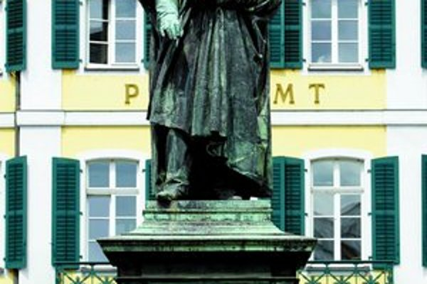 Socha skladateľa Ludwiga van Beethovena, ktorá stojí v Bonne pred domom, v ktorom sa narodil.