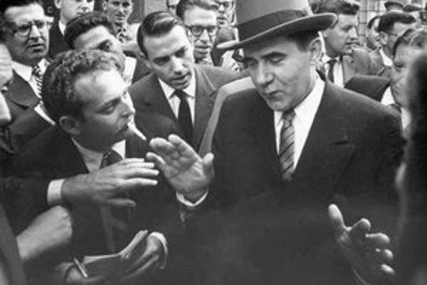 Gesto, ktoré Andrejovi Gromykovi prisúdilo prezývku Mr. Net. Na snímke z konferencie ministrov zahraničných vecí v roku 1959.