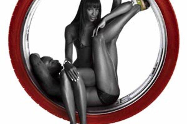Naomi Campbell v Pirelliho kalendári.