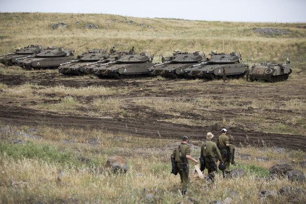 Izraelské tanky na Golanských výšinách.