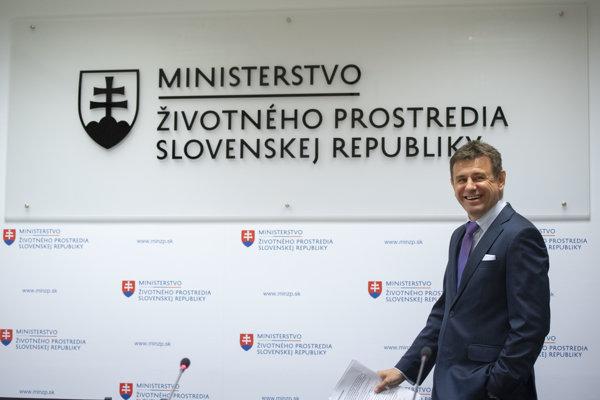 László Sólymos počas tlačovej konferencie Ministerstva životného prostredia