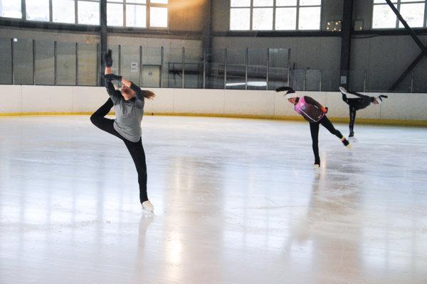 Krasokorčuliari navštevujú aj hodiny baletu.