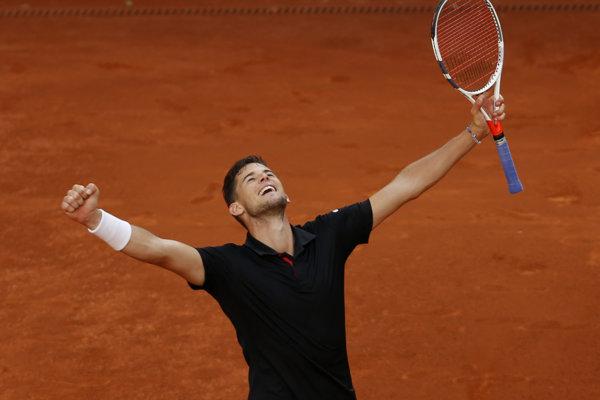 Dominic Thiem sa teší z triumfu nad Rafaelom Nadalom v Madride.